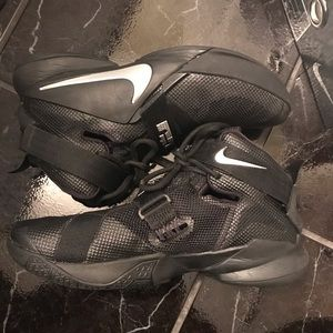 Lebron Soldier IX Basketball Shoes